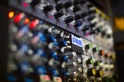 Fast Trax rack of 500 modules.